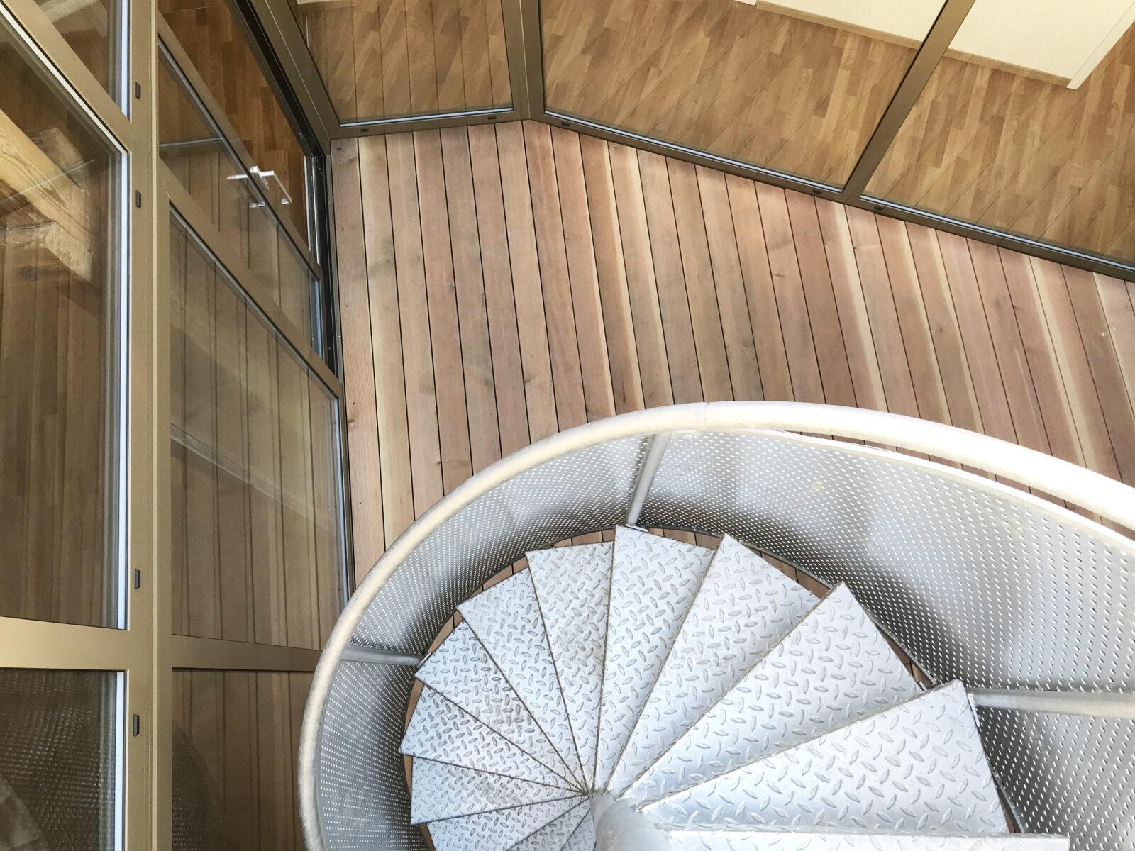 8 »madeleine -patio-escalier BG
