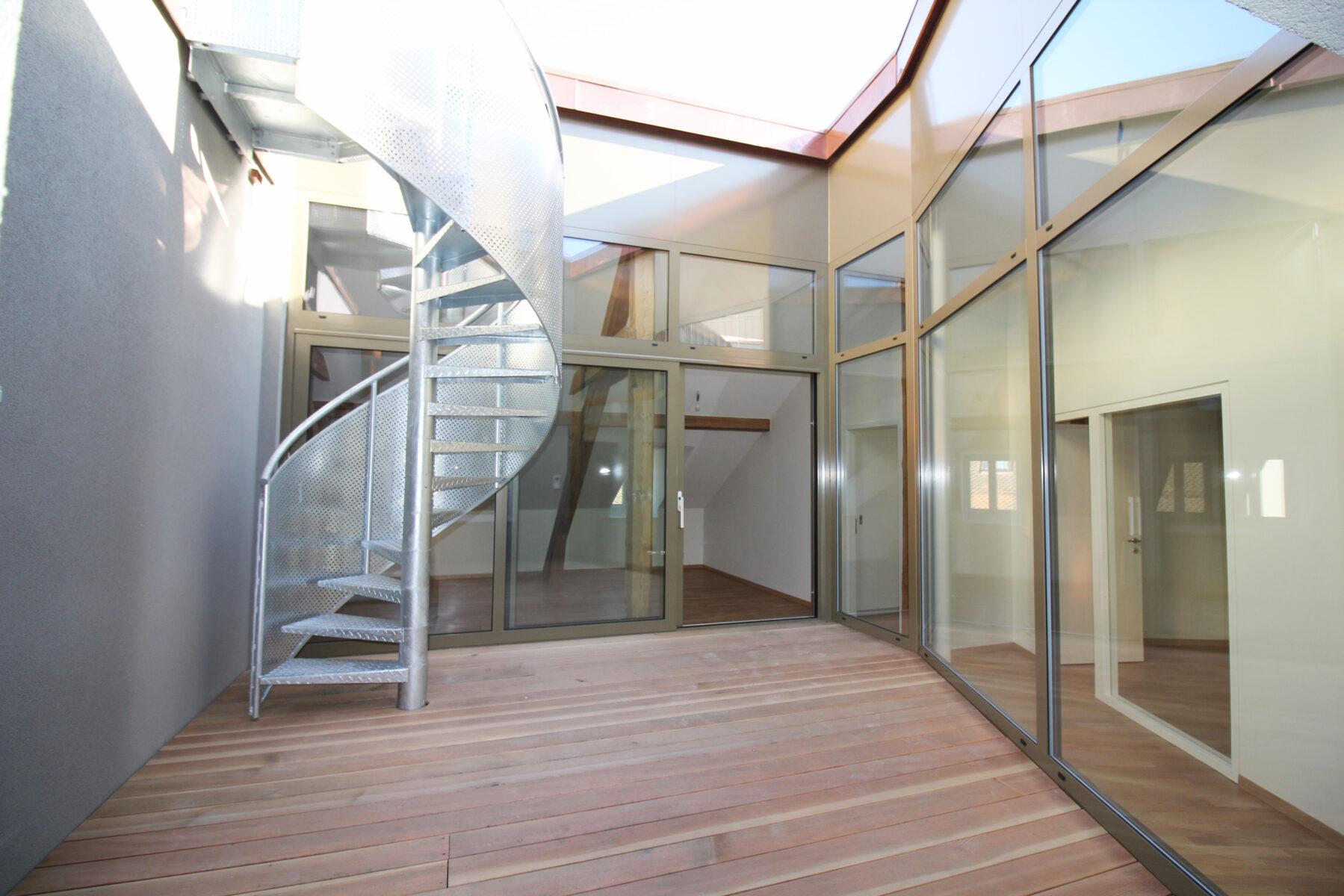8 »'madeleine -patio-escalier BG